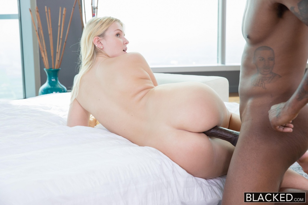 Cheating babe fucked by a horny guy 2